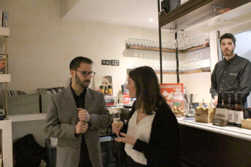 """Mostra collettiva organizzata dalla GALLERIA ITINERANTE - da Febbraio 2020. Due mie opere sono esposte alla mostra collettiva di arte contemporanea """"Ad alcuni la notte"""" presso Foodstock Vini & Vinili ad Arezzo."""